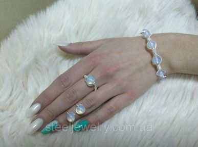 Комплект серьги, кольцо, браслет с лунным камнем.