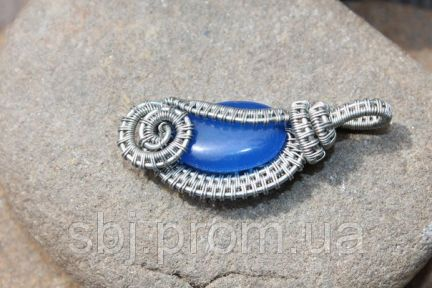 Кулон ручной работы с камнем синий нефрит.